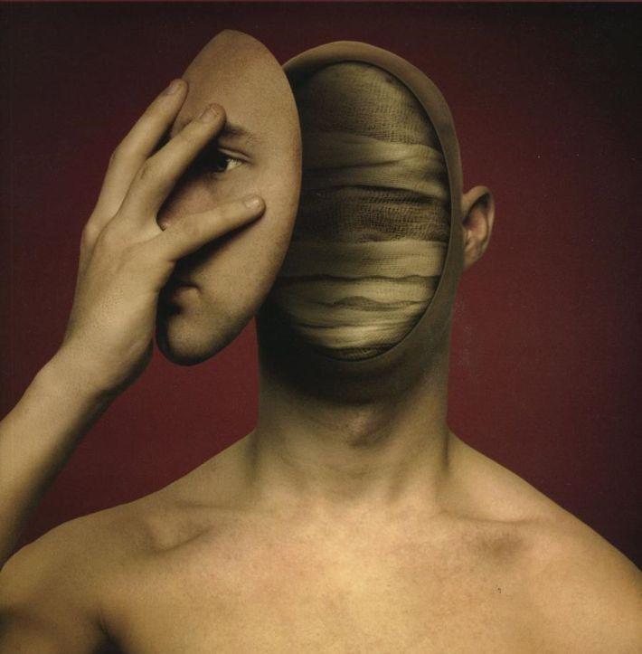 Waarover mensen praten als ze ergens niet over praten en niet over praten als ze ergens wel over praten (Bij de dood van Sander Simons)